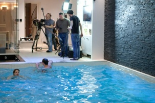 Moving floor pool stars in tv show on hgtv dallas for Pool show dallas