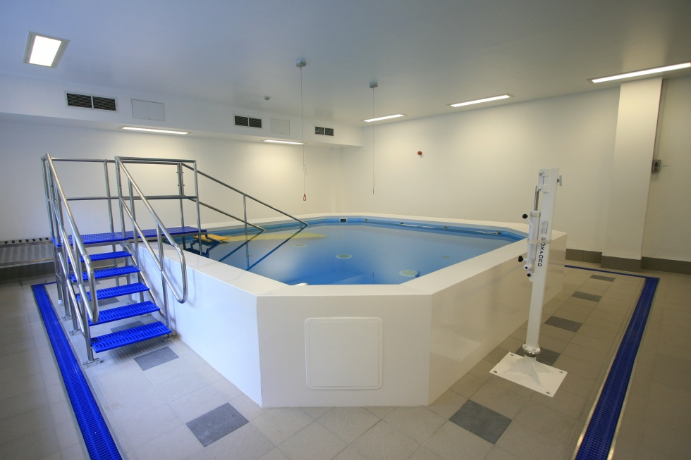 Hospitals swimming pools showcase lspc for Pool showcase