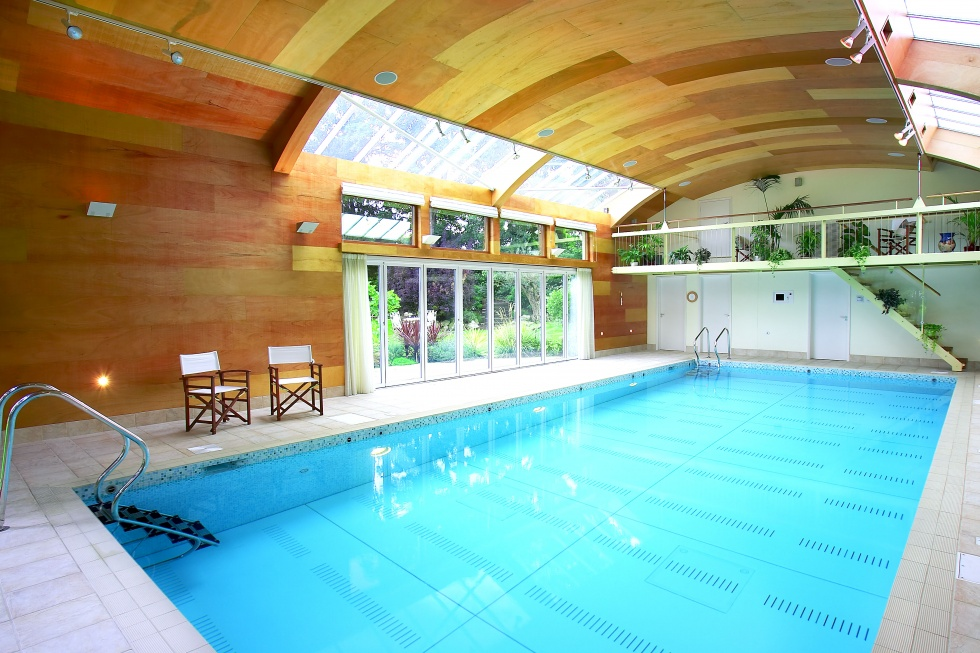 Moving floor swimming pool servicing showcase london for Pool showcase