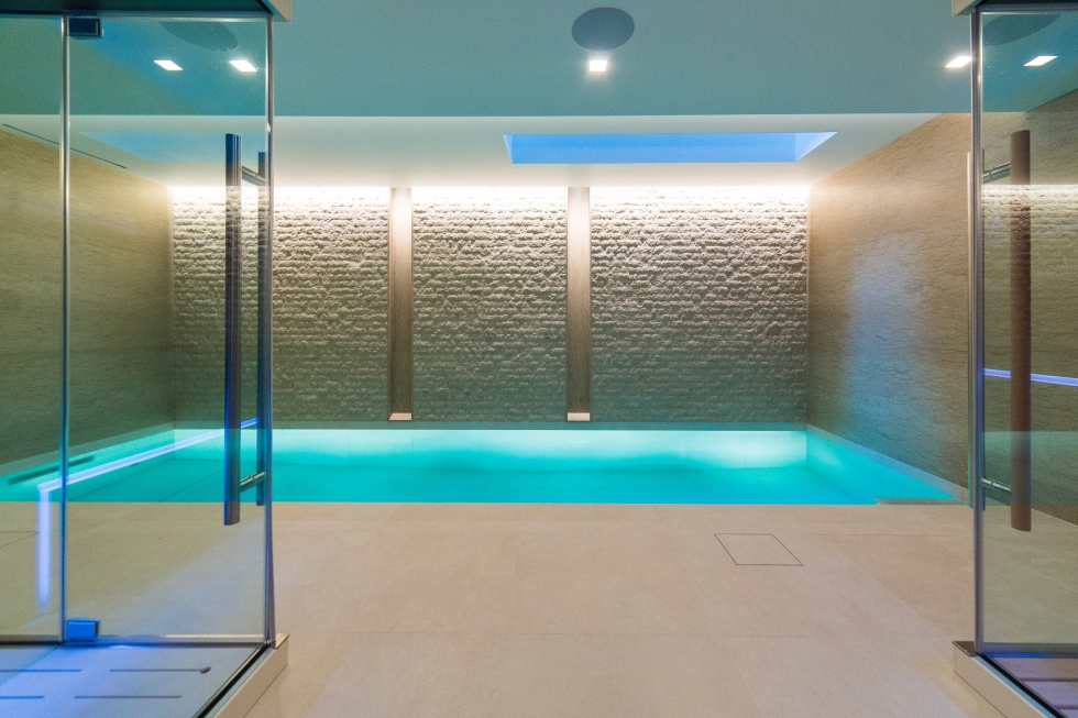 Indoor swimming pool servicing showcase london swimming for Pool showcase