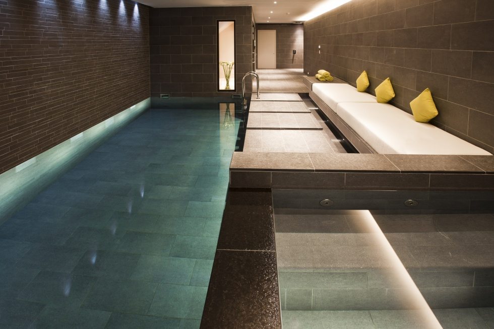 Indoor swimming pool servicing showcase london swimming for Private indoor swimming pools